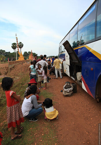 Время обеда для людей в Камбодже Кхмерские блюда на обед