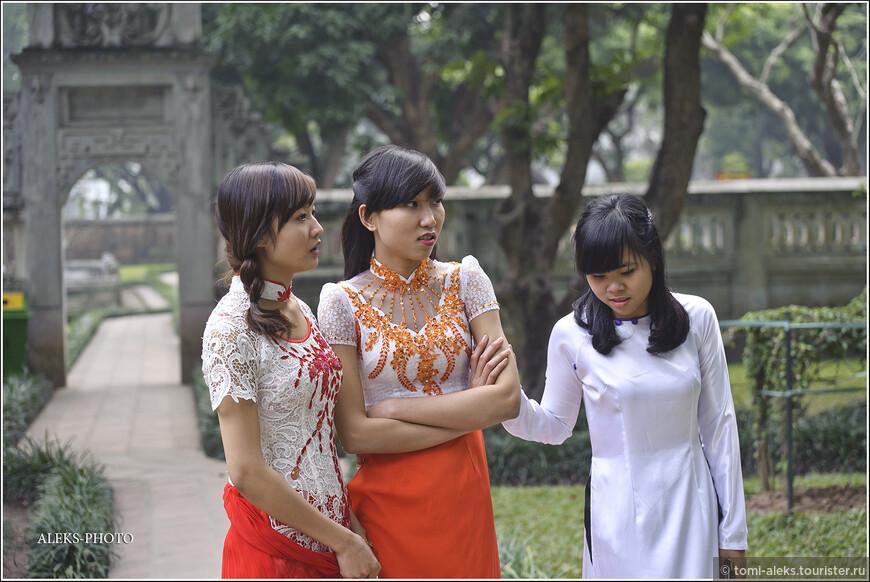 Не правда ли интересная вышивка? Белый цвет во вьетнамской культуре - символ чистоты. Впрочем, вьеты, в этом отношении не оригинальны. Вспоминаю марокканцев...