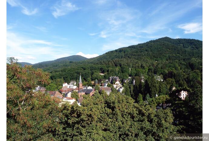 Баденвайлер сказочно красив! Этот элегантный немецкий городок расположен в юго-западной части гор Шварцвальд (Чёрный лес) на высоте 340- 460 м в живописной долине в окружении холмов, покрытых лесами и виноградниками.