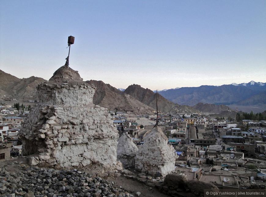 Древние буддийские ступы и вид на Лех.... Последний кадр из путешествия Кашмир-Ладакх :)))