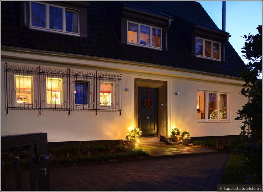 Рождественские уютные домики манили нас своим немецким орднунгом....Хотелось смотреть в чужие окна....