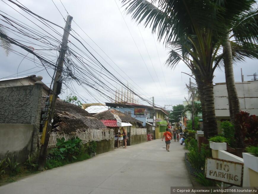 С другой стороны острова (его восточной части) в 500 метрах от моего отеля находится пляж Булабог