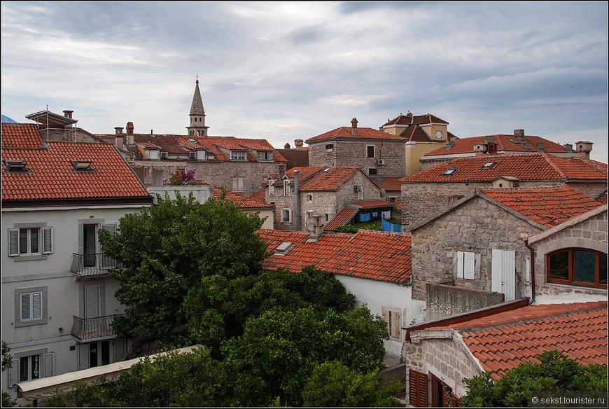 Старый город. Очень красивые черепичные крыши