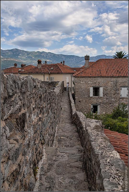 Стены крепости. Вход платный