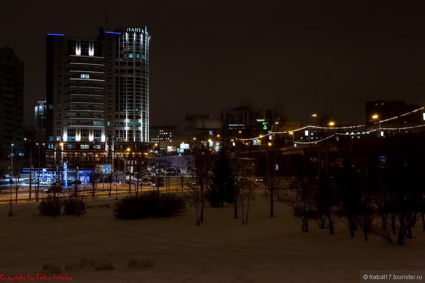 Последнее утро 2013 года. Город просыпается, чтобы отметить Новый год