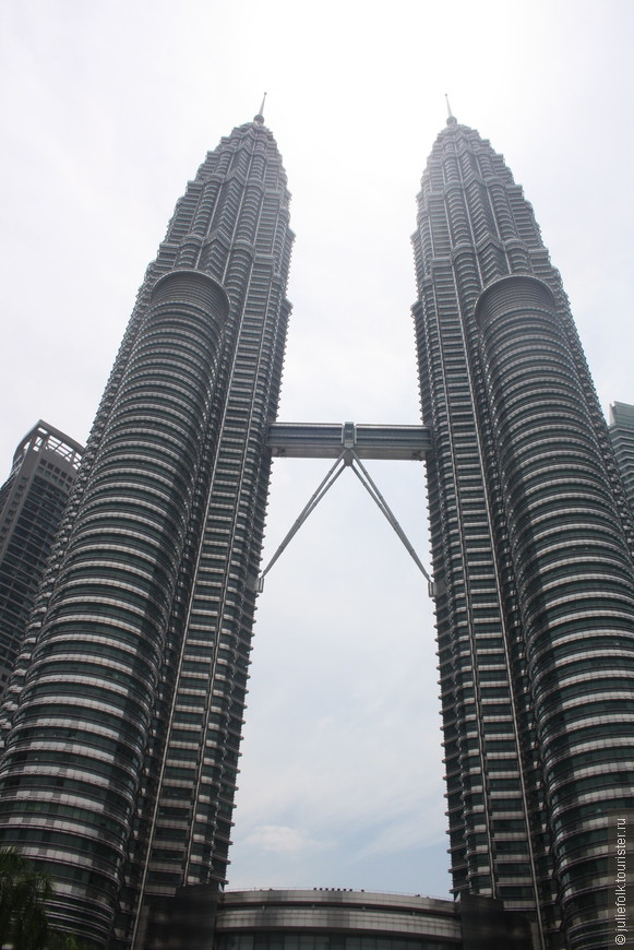 Петронас - самые высокие башни-близнецы в мире, и они действительно впечатляют!