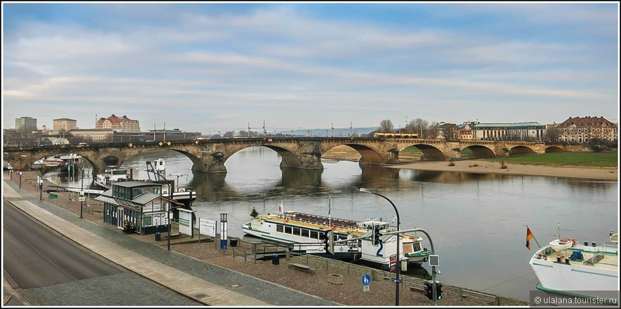 Мост Августа, центральный мост Дрездена, ведет к центру Старого города