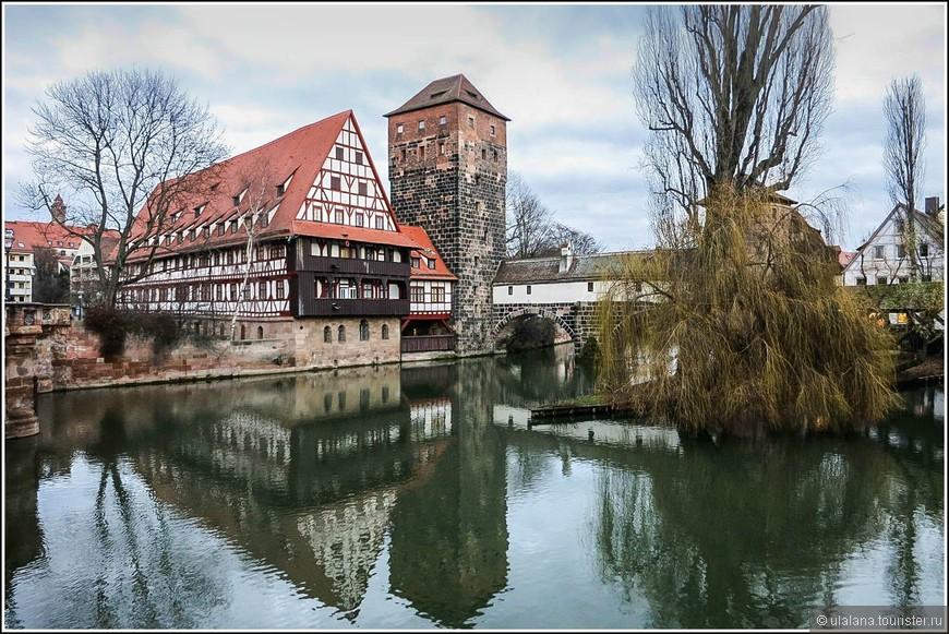 Мостик палача — ансамбль, состоящий из средневекового фахверкового домика, моста Максбрюкке и водонапорной башни, где и начинается сам мост