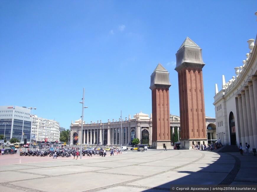 С площади Испании уже виден и дворец в котором находится музей истории искусства Каталонии