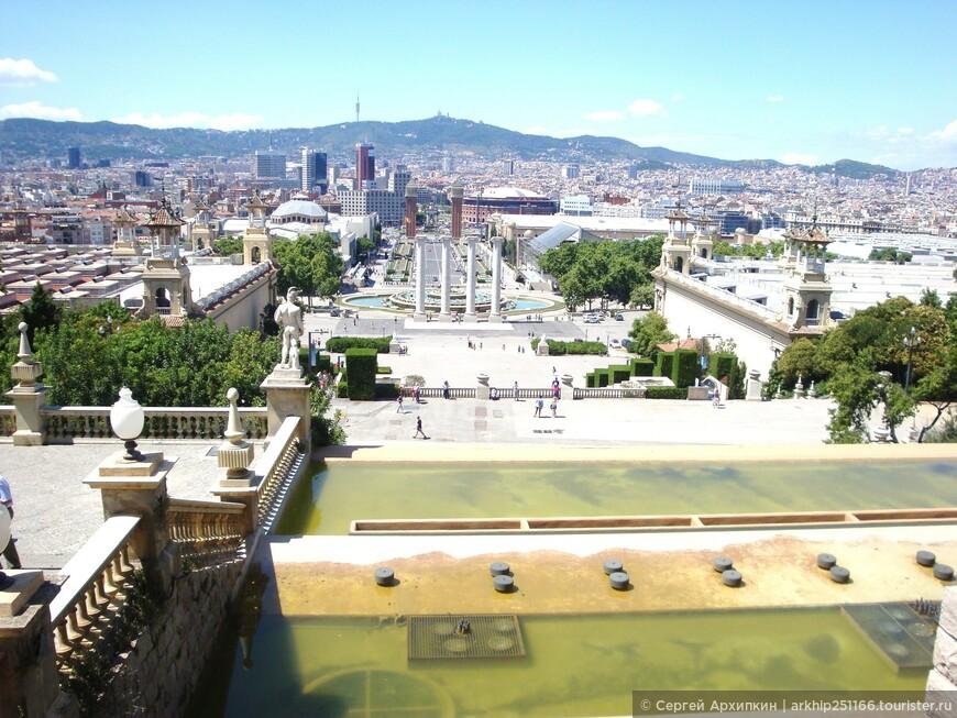 Вид на Барселону со дворца Каталонии