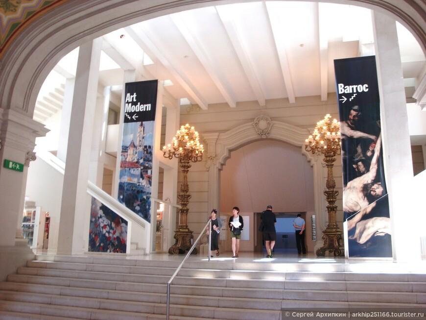 Музей работает со вторника по субботу с 10 до  19 часов, в воскресенье с 10 до 14.30. Билет стоит  5 евро