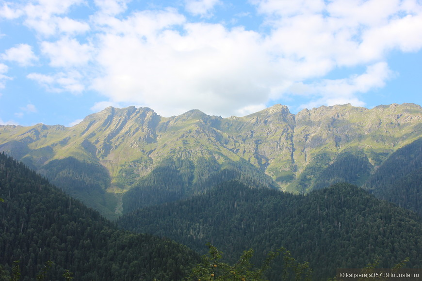 Знаменитые 3 горы с легенды про девушку Рица.