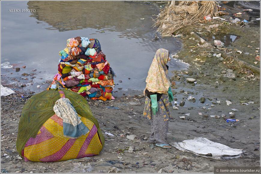 И что бы там не говорили зрители моих альбомов, что Индия грязная, что не хочется смотреть на горы мусора. Давайте попробуем научиться этого не замечать. Здесь надо замечать совсем другое - древние традиции народа. А в Индии они - очень интересные!