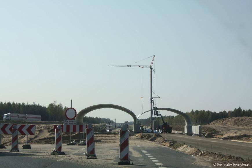 Штрабаг, таки построил для Польши супердороги, платные, но достойные. В 2010 они еще строились.