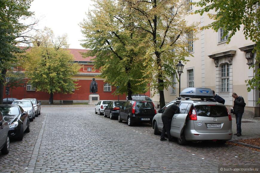 Проблем с парковкой нет, ну гулять особенно не было времени, но это общий тренд данной поездки