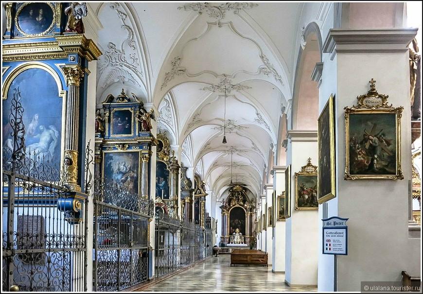 Интерьеры собора поражают своей роскошью и красотой