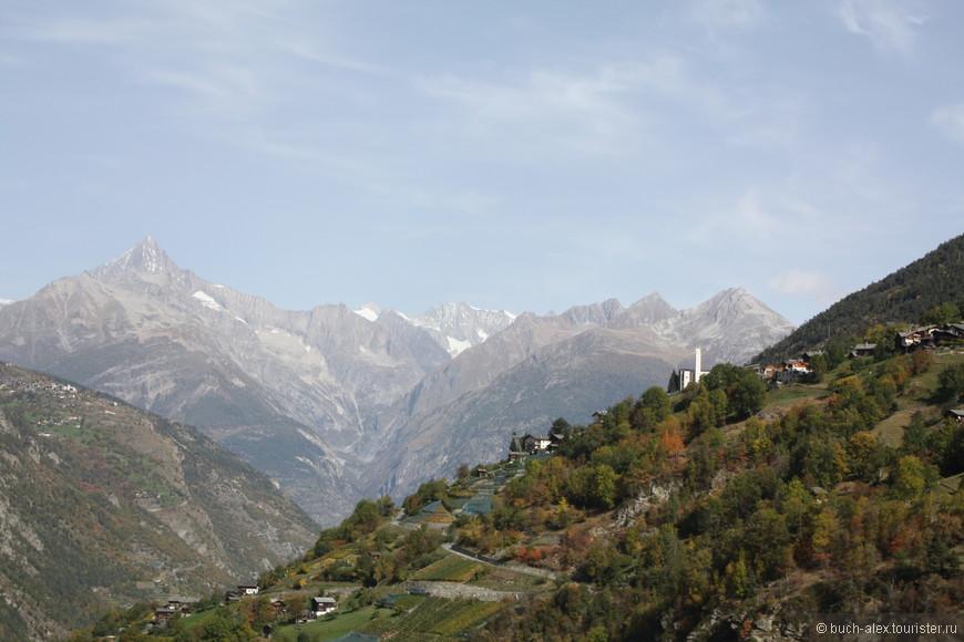 Свернув в Виспе на право, попадаешь в реальные Альпы.