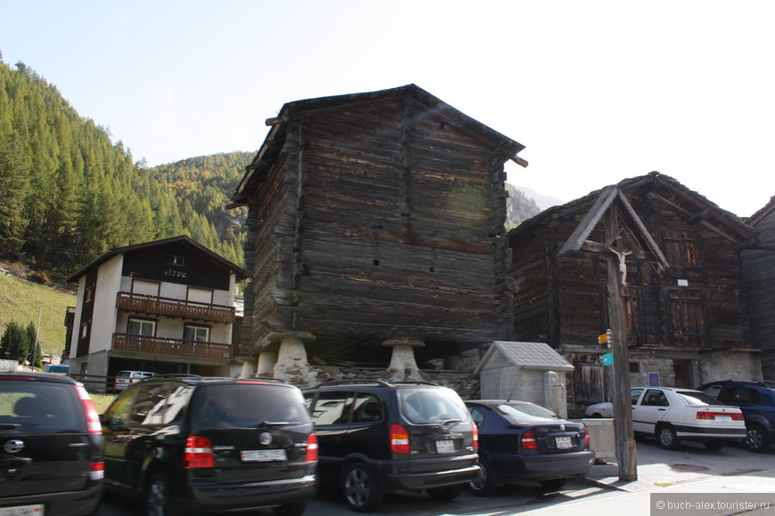 Типичные постройки высокогорья.