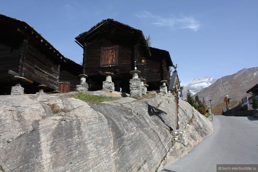Саас Фее, горнолыжный курорт работающий круглогодично. Даже в сентябре фуникулер доставит на одну из работающих трасс.