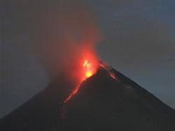 В Индонезии из-за извержения вулкана эвакуируют 40 тысяч человек