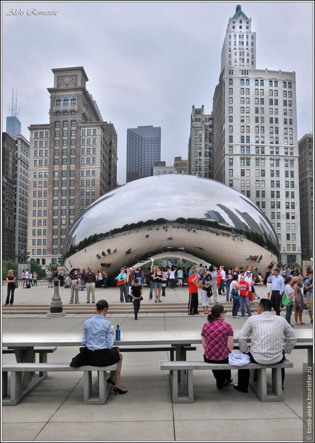 """Знаменитый """"Чикагский Боб"""" в парке, расположенном среди небоскребов на берегу озера Мичиган. Место - удивительно интересное. В следующих альбомах я постараюсь фрагментарно показать жизнь этого парка и гигантский концертный зал под открытым небом..."""