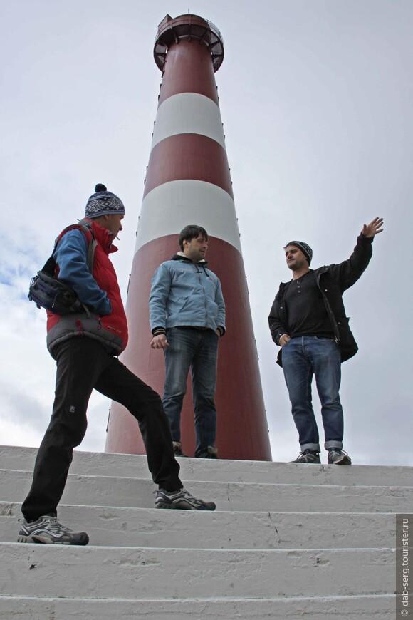 А в нескольких километров от Гамвика находится самая истинная северная точка материковой Европы – мыс Кнившеллодден. Но, туда мы уже не стали добираться, долго пешком топать, времени уже не было на это.