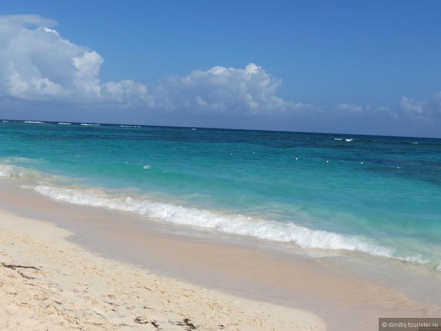 Океан по прежнему красивый. Песок все так же белый, и вода теплая, как и всегда. Завидую аборигенам.
