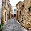 На улицах старого города Кирении (Северный Кипр).