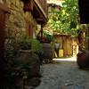 В средневековой деревне Какопетрия на Кипре в горах.  Экскурсия с частным индивидуальным гидом на русском языке по Кипру
