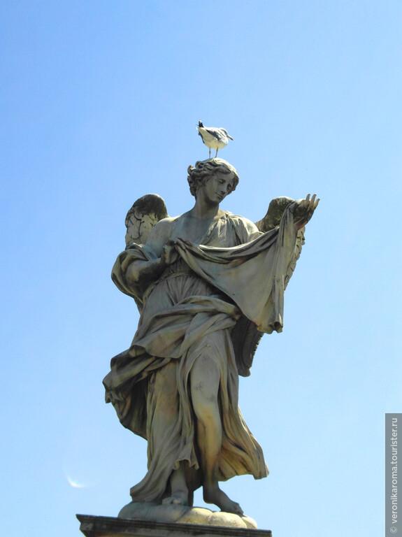 Один из ангелов на мосту Св. Ангела
