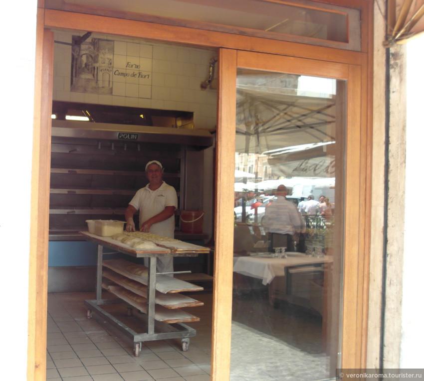 """Так каждое утро в Римских """"Форно"""" (пекарня) готовят пиццу"""
