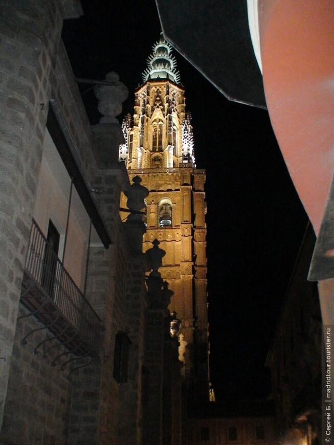 Башня собора с подсветкой