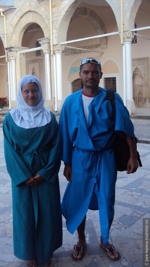 в мечеть можно попасть только в определенной одежде