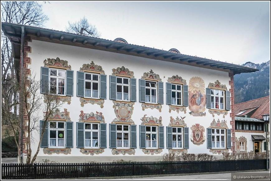 Большинство домов украшены религиозными сюжетами