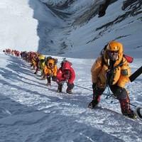 Власти Непала планируют снизить плату за восхождение на Эверест больше, чем в два раза
