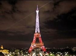 Эйфелева башня цвета Турецкого флага