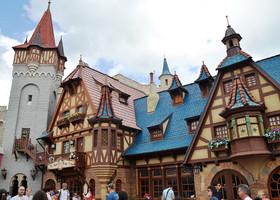 Сказочные домики в Fantasyland.