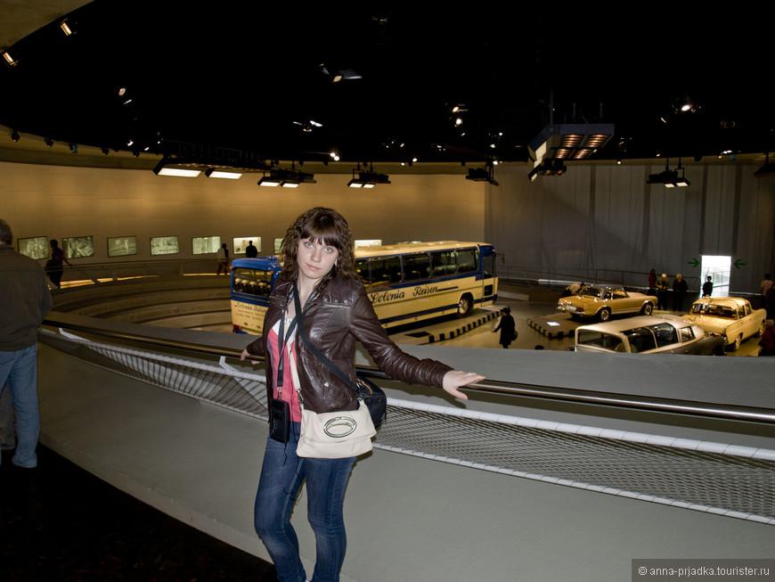 Музей Mercedes-Benz.