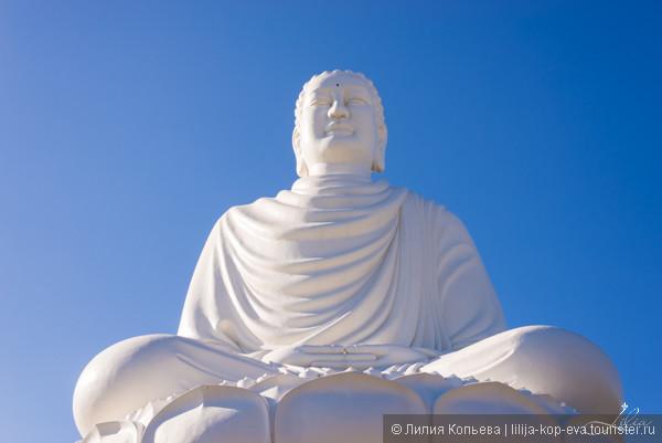 14-метровая статуя сидящего Будды (пагода Лонг Шон)