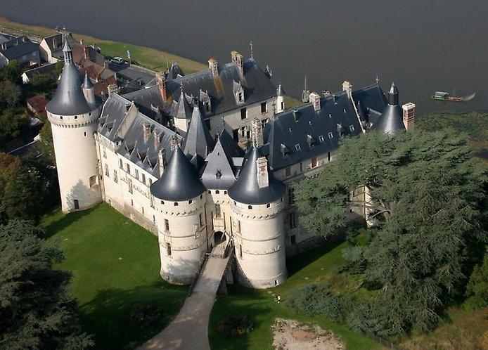 Купить замок на берегу