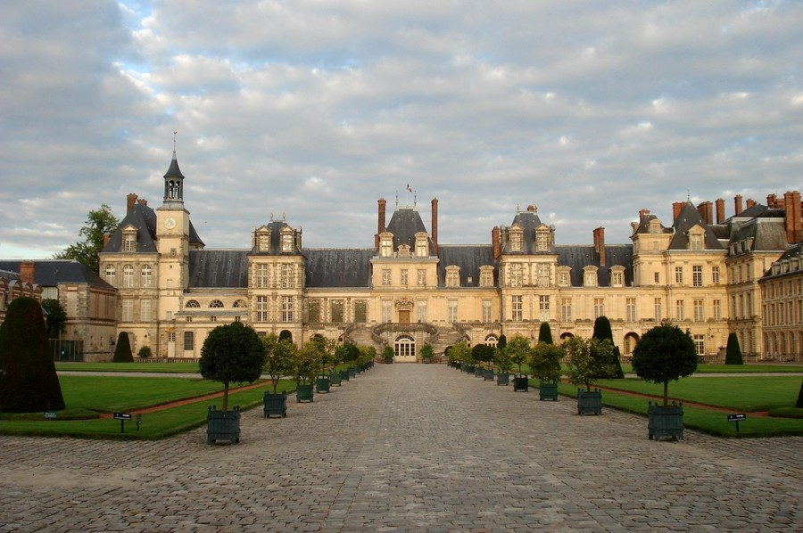 an analysis of the topic of the palace of fontainebleau Fontainebleau, france if you only have one day to visit either the palace of versailles or fontainebleau, which one.