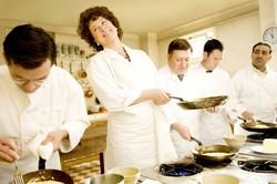 Ресторан Амстердама и кормит, и учит готовить