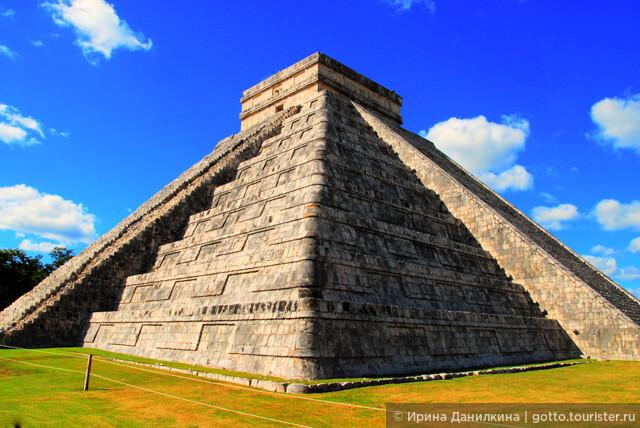 От Ривьеры майя до Чичен Итцы немногим более 2-х часов езды и большинство туристов не упускают возможности съездить посмотреть на это чудо света.