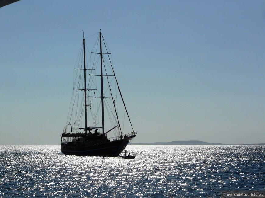 не, не пираты ) просто встречный корабль - уже по пути домой. В смысле в отель.