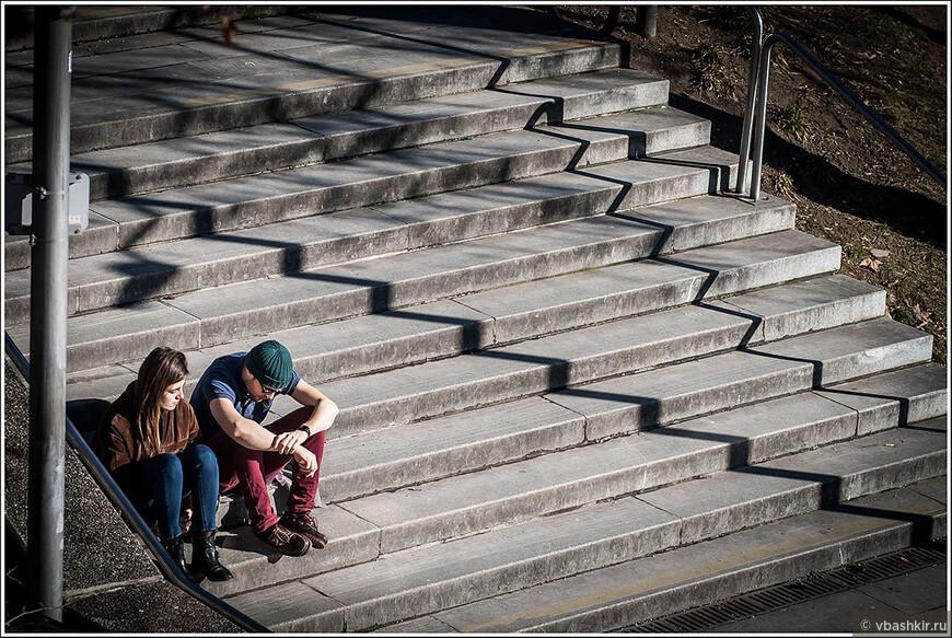 Одиночество вдвоем с зигзагами на лестнице