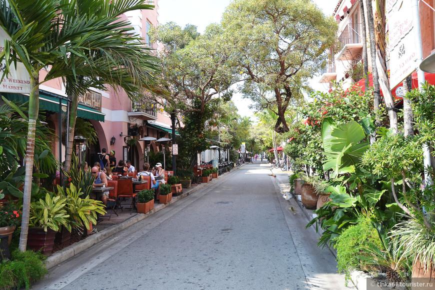 Маленькая улочка  Española Way.