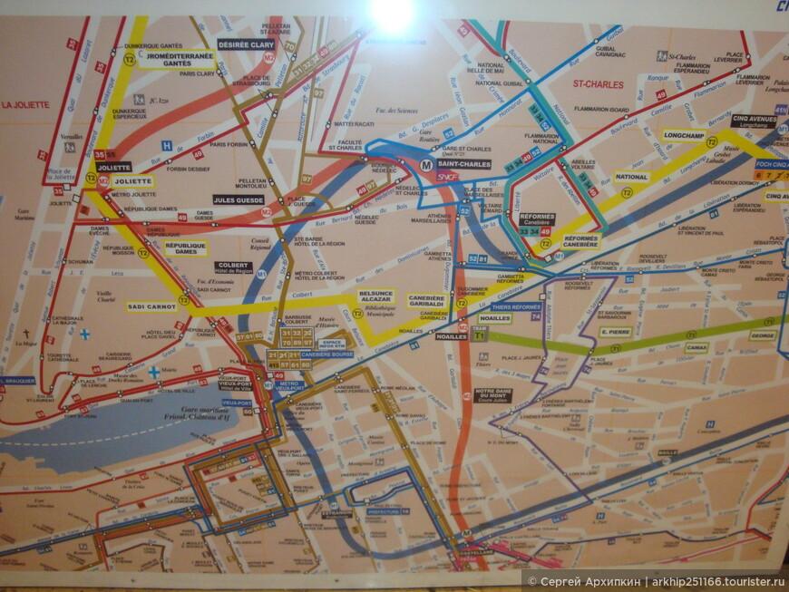 Мне пришлось ждать окончания дождя  почти 3 часа и мои планы резко изменились, я решил оставить морскую поездку к замку ИФ. и просто осмотреть город   Я сфотографировал карту Марселя на вокзале и здесь же спустился в метро