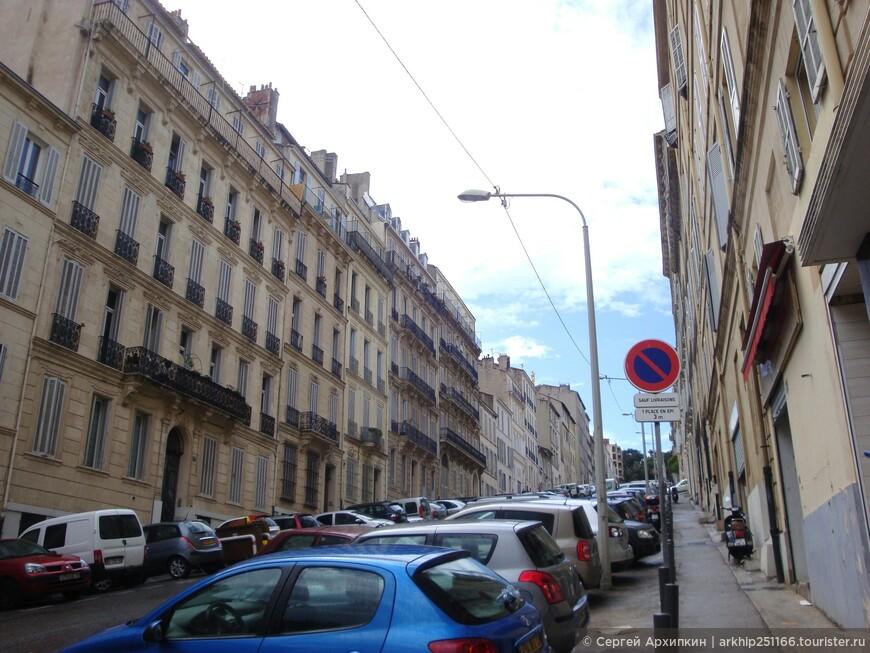 От начала сада ( внего не заходить надо повернуть налево на улицу- Boulevard  Andre Aune и подниматься вверх