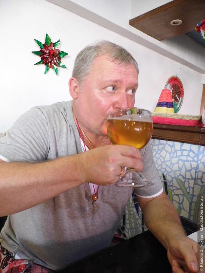 Пиво несколько примирило с бесполезно проведенным днем.