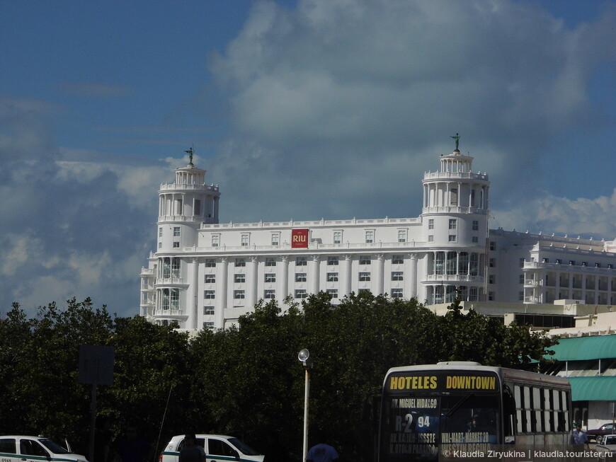 А весь остальной Канкун, во всяком случае, из показанного нам, это отели..